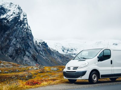 Van in de mountains web