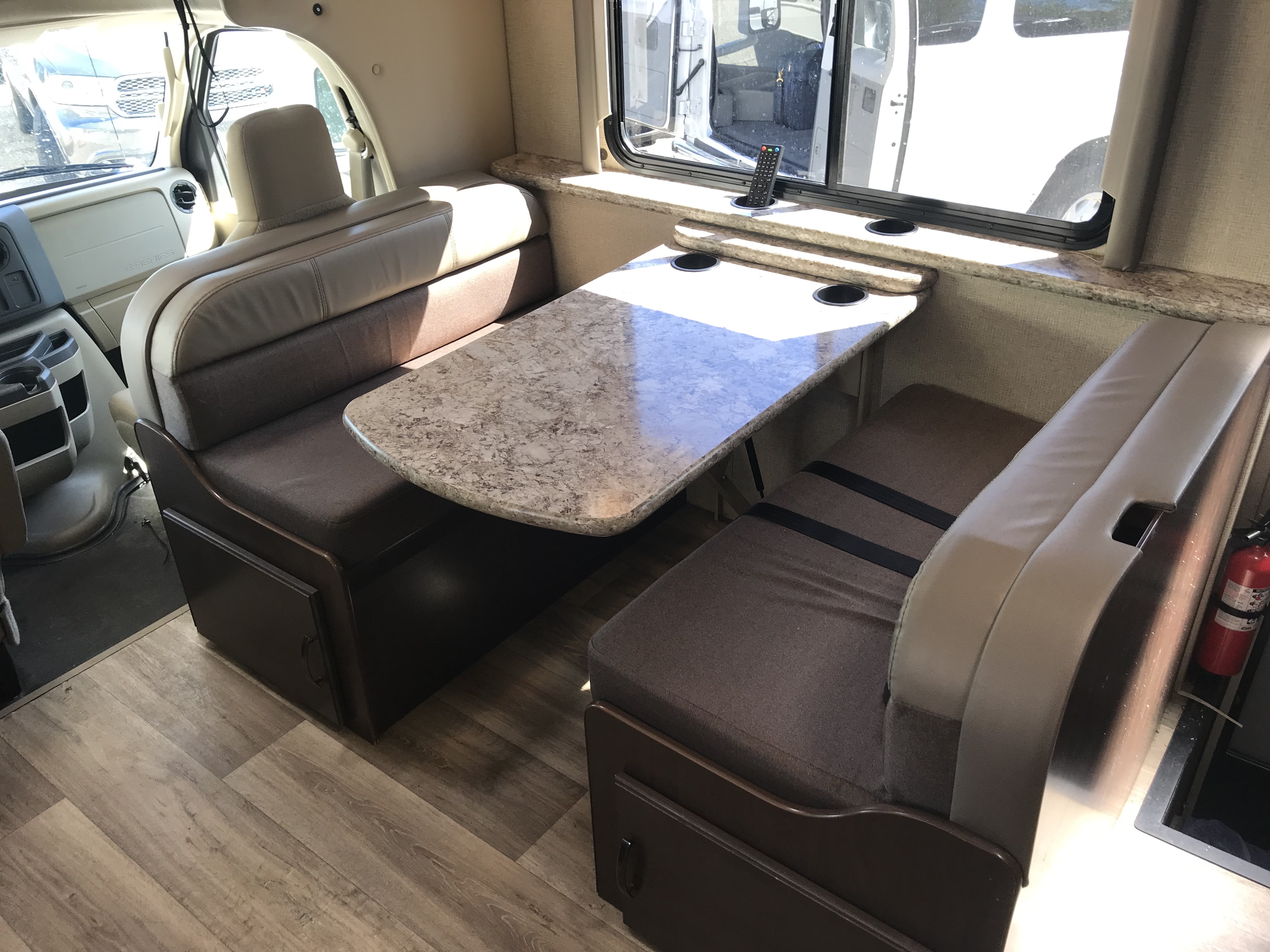 2019 Thor Motor Coach Fourwinds 30D interior dinette